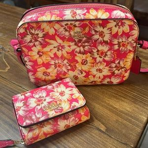 Coach Crossbody bag and trifold in Vintage Daisy